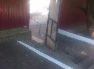 Полосу препятствий напоминает дорога в детский сад в поселке Южная в Шахтах