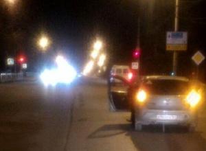 В Шахтах неизвестны мужчина попал под колеса иномарки