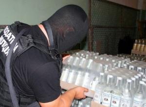В Шахтах директора магазина посадили за сбыт 145 000 бутылок фальшивой водки