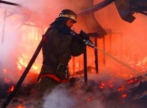 Среди дня вспыхнул пожар в магазине под Шахтами