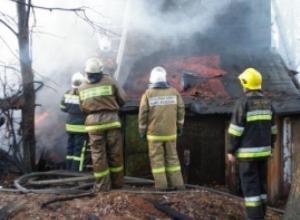 Сгорел дом на улице Коммунальная в Шахтах