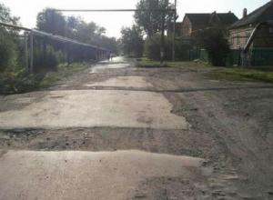 На ямы и отсутствие пешеходных переходов на улице Ново-Клубной жалуются шахтинцы