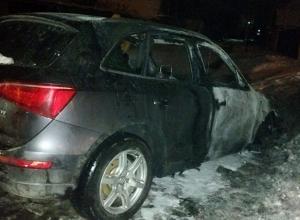 Дорогой кроссовер Audi Q5 сгорел в Шахтах в результате поджога
