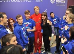 Олимпийский чемпион из Шахт «разбудил» 150 делегатов международного лагеря