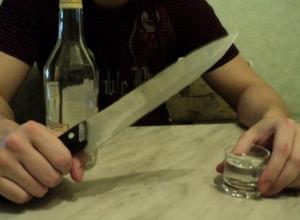 Ножевым ударом разрешил пьяный спор шахтинец