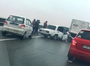 «Семерку» вместе с водителем расплющило об грузовик в страшной аварии под Шахтами