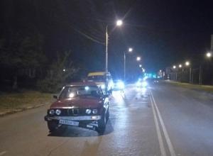 Пешеход, попавший под BMW, скончался в машине скорой помощи в Шахтах