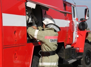 Большой пожар произошел в Шахтах в субботу вечером
