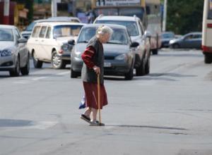 Под колеса «Рено» попала 70-летняя шахтинка