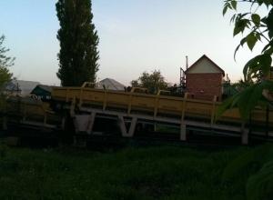 Поезд отрезал от внешнего мира жителей улицы Фабричная в Шахтах