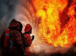 Под Шахтами в большом пожаре пострадала женщина