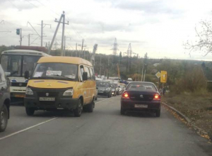Автомобильными пробками встретил Шахты утро понедельника