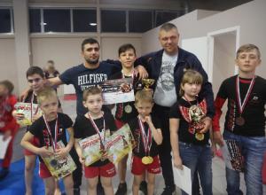 Первое место заняли шахтинские бойцы в областном турнире по ММА «Новый поток»