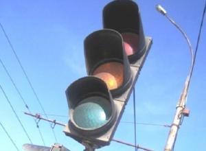 «Неработающие светофоры сбивают с толку и водителей, и пешеходов», - жалуются шахтинцы