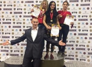 Три «золотые» медали привезли шахтинки с первенства области по гиревому спорту