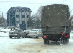Гололед принес сразу несколько массовых аварий в Шахтах