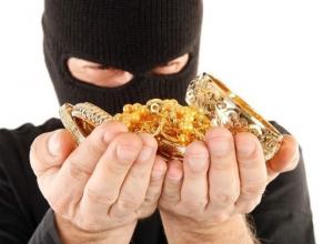 Убийца украл у шахтинки золото на 150 тысяч рублей