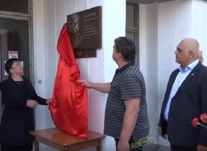 Мемориальную доску в память шахтинца Василия Алексеева открыли в Гуково