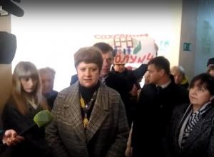 Громким скандалом сопровождалась встреча шахтинцев с властями в школе в посёлке Петровка