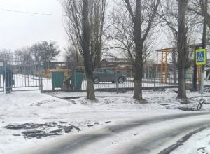Тест на внимательность из открытых люков устроили в поселке Аюта в Шахтах