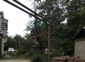 Голыми и открытыми остались трубы теплотрассы в Шахтах после проведенного ремонта