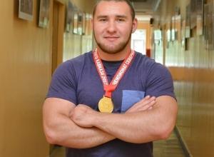 В чемпионате по пауэрлифтингу 100 килограммовый спортсмен-шахтинец завоевал золотую медаль