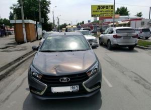 «Лада Веста» сбила в Шахтах переходившую дорогу 75-летнюю бабушку