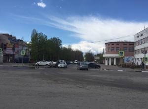 В проекте ремонта улицы Шевченко в Шахтах не предусмотрели парковку и уже установленный светофор