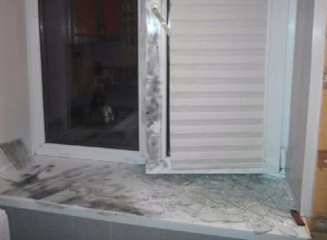 В полной темноте грабители разбили окно и залезли в дом в Шахтах