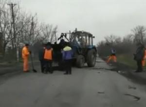 Ремонт дороги в Шахтах без указателей и дорожных знаков собрал большую пробку