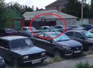 «Я не могу заехать к себе во двор!» - возмущена шахтинка несанкционированной стоянкой в переулке Расковой