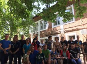 Футбол, праздник и сладости привезли гости в детские приюты города Шахты