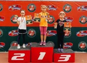 Сразу две победы  в один день одержали юные теннисистки из Шахт