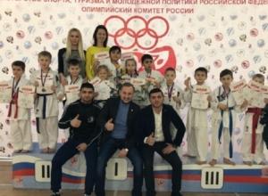 Юные шахтинцы завоевали 18 медалей на открытом турнире по карате