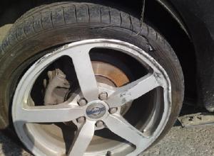 «Лопнуло колесо, погнулся диск и подвеска под вопросом» - описывает шахтинка поездку по переулку Сквозному