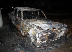 Автомобиль «Волга» сгорел под Шахтами