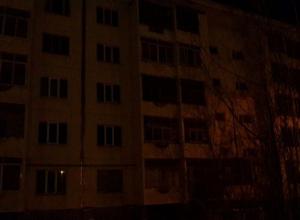 Пытаясь сделать свет, рабочие повредили кабель и обесточили целую улицу в Шахтах