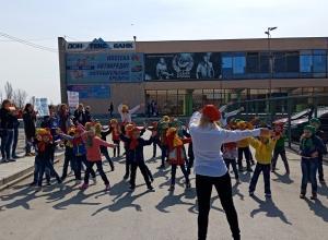 Танцевальный флэшмоб провели малыши из детского сада «Лазорик» в Шахтах