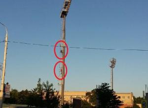 Недостроенный стадион в Шахтах стал местом для детских игр