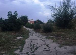 На отсутствие уличного освещения по дороге в школу жалуются жители поселка Поповка в Шахтах