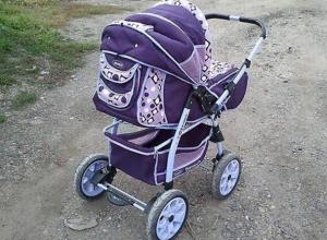 Шахтинка забыла годовалую дочь в коляске на проселочной дороге
