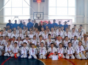 На первенстве по киокусинкай шахтинские каратисты завоевали 18 наград и грамоту за досрочное окончание боя