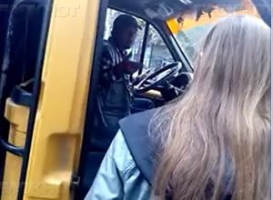 Водитель шахтинской маршрутки нахамил старушке, а заступившуюся за неё женщину провёз мимо остановки