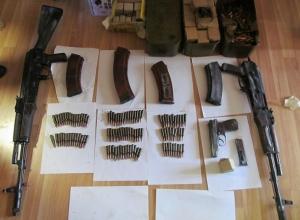 Склад оружия и боеприпасов обнаружили полицейские, расследуя неуплату трех миллионов налогов в Шахтах