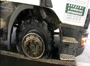 Под Шахтами взорвавшаяся покрышка фуры тяжело контузила водителя и повредила ему лицо