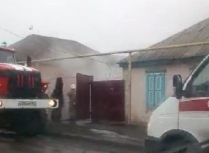 В пожаре на улице Промышленной пострадали два человека