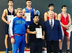 Шахтинские борцы одержали победу на первенстве России в Омске
