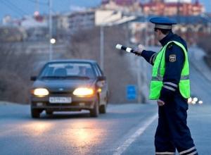 Пьяный шахтинец протащил инспектора ДПС, зажав его стеклом автомобиля