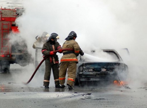 В воскресенье днем в Шахтах сгорел ВАЗ