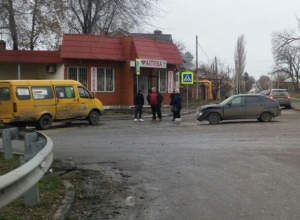 В Шахтах ВАЗ протаранил пассажирскую газель, пострадали две женщины